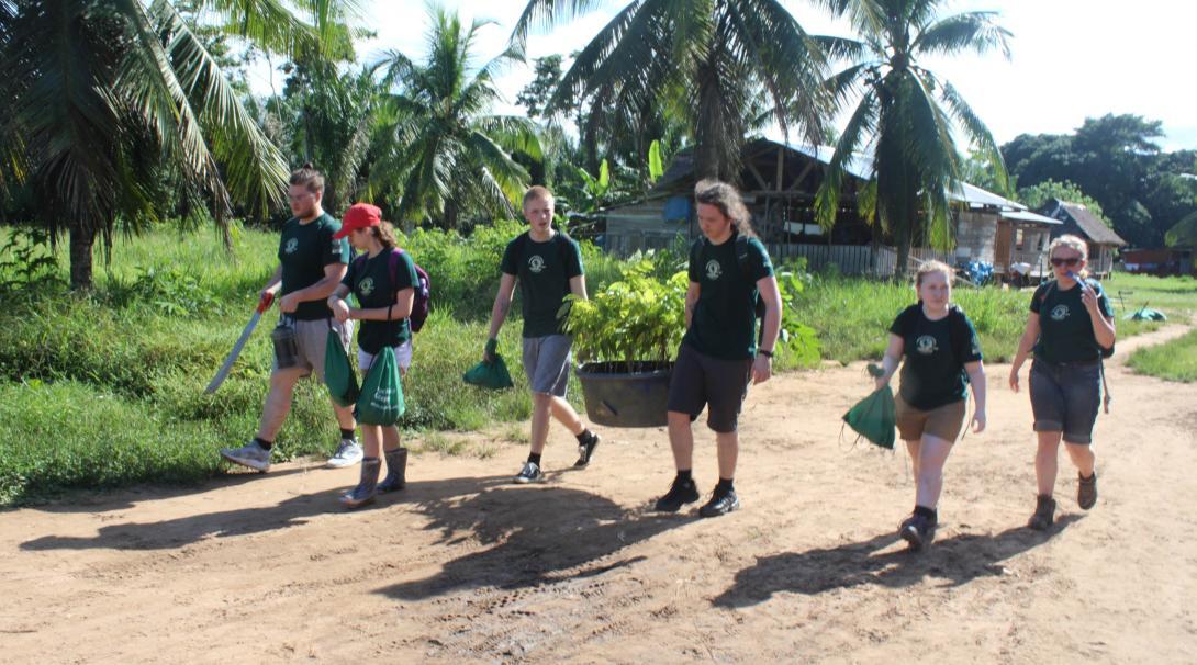 Amazon Rainforest Conservation volunteers prepare the materials for the pilot farm in Peru